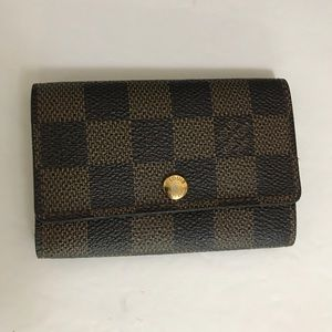Louis Vuitton 6 key holder damier